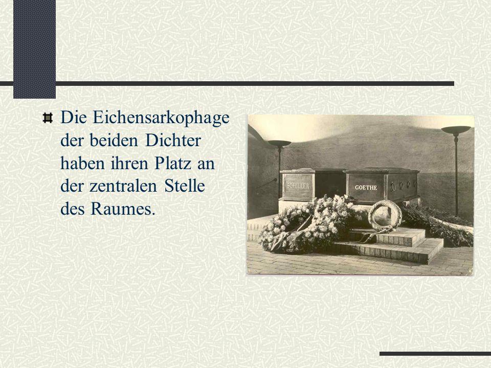 Goethe und Schiller sind auf dem historischen Friedhof in der Fürstengruft begraben.
