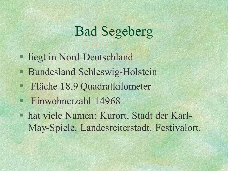 §liegt in Nord-Deutschland §Bundesland Schleswig-Holstein § Fläche 18,9 Quadratkilometer § Einwohnerzahl 14968 §hat viele Namen: Kurort, Stadt der Karl- May-Spiele, Landesreiterstadt, Festivalort.