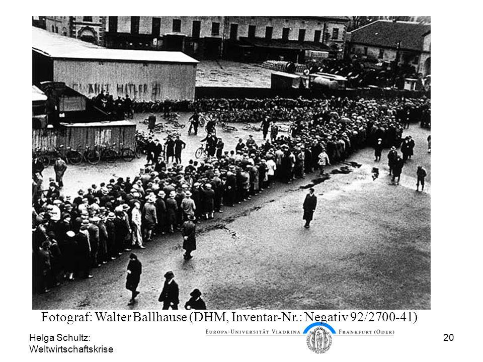 Helga Schultz: Weltwirtschaftskrise 20 Arbeitslose in Hannover 1930 Fotograf: Walter Ballhause (DHM, Inventar-Nr.: Negativ 92/2700-41)