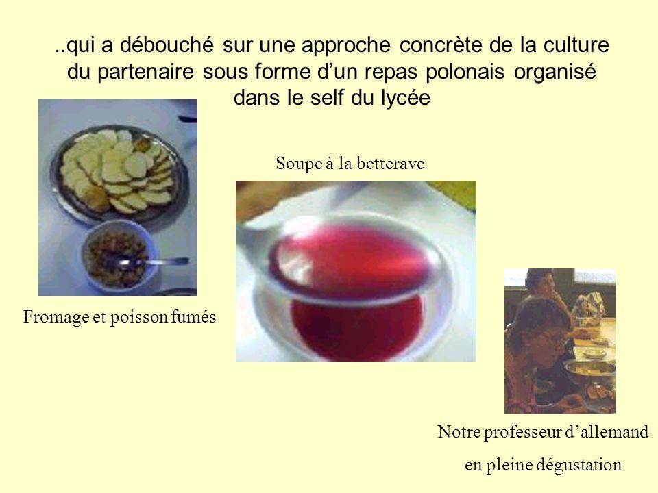 ..qui a débouché sur une approche concrète de la culture du partenaire sous forme dun repas polonais organisé dans le self du lycée Fromage et poisson