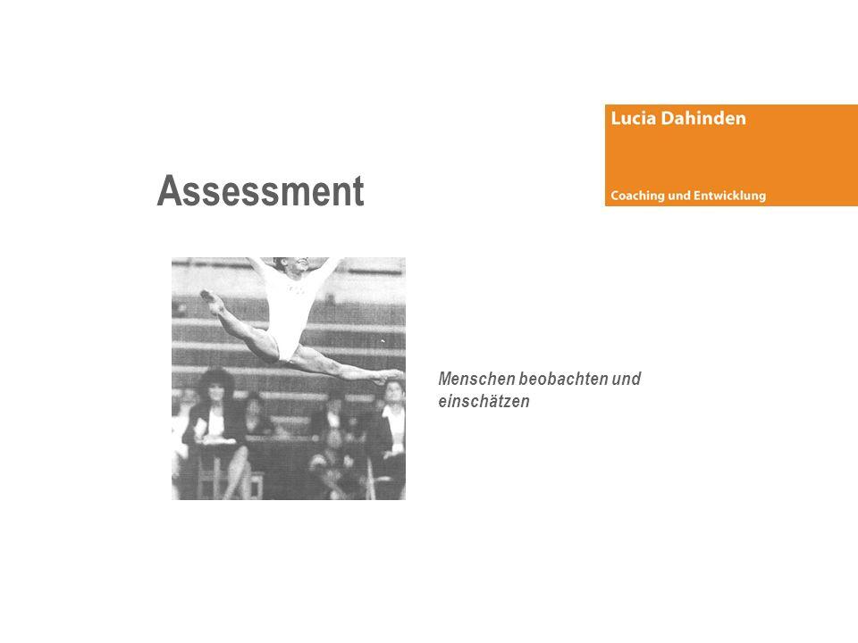 Standardisiertes Einzel-Assessment (1/2 Tag) Bestimmt Anforderungsprofil und zu überprüfende Kriterien (Liste der auszuwählenden Kriterien, siehe folgende Seite) Kunde Beraterin Definiert geeignete Methoden ( Tests, Interview, Übungen ) Durchführung des Einzel- Assessments durch 2 Spezialist/-innen Auswertung der Ergebnisse (schriftlicher Bericht) BeraterinKunde Wahrnehmungsabgleich (mündlich) Entscheid Wahrnehmungsabgleich (mündlich) Feedbackgespräch mit Kandidat/-in Situationsanalyse: Organisationsanalyse Aufgaben- und Positionsanalyse Anforderungsprofil