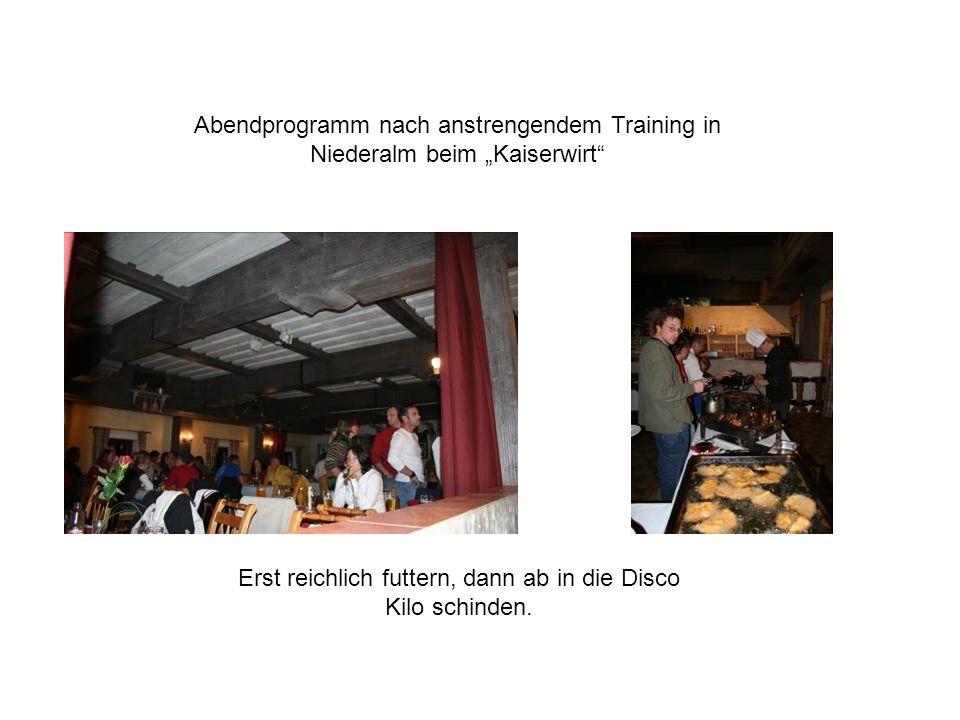 Abendprogramm nach anstrengendem Training in Niederalm beim Kaiserwirt Erst reichlich futtern, dann ab in die Disco Kilo schinden.