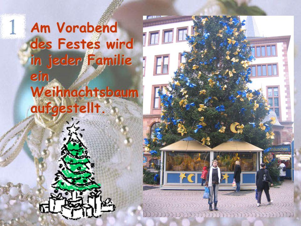 Am Vorabend des Festes wird in jeder Familie ein Weihnachtsbaum aufgestellt.