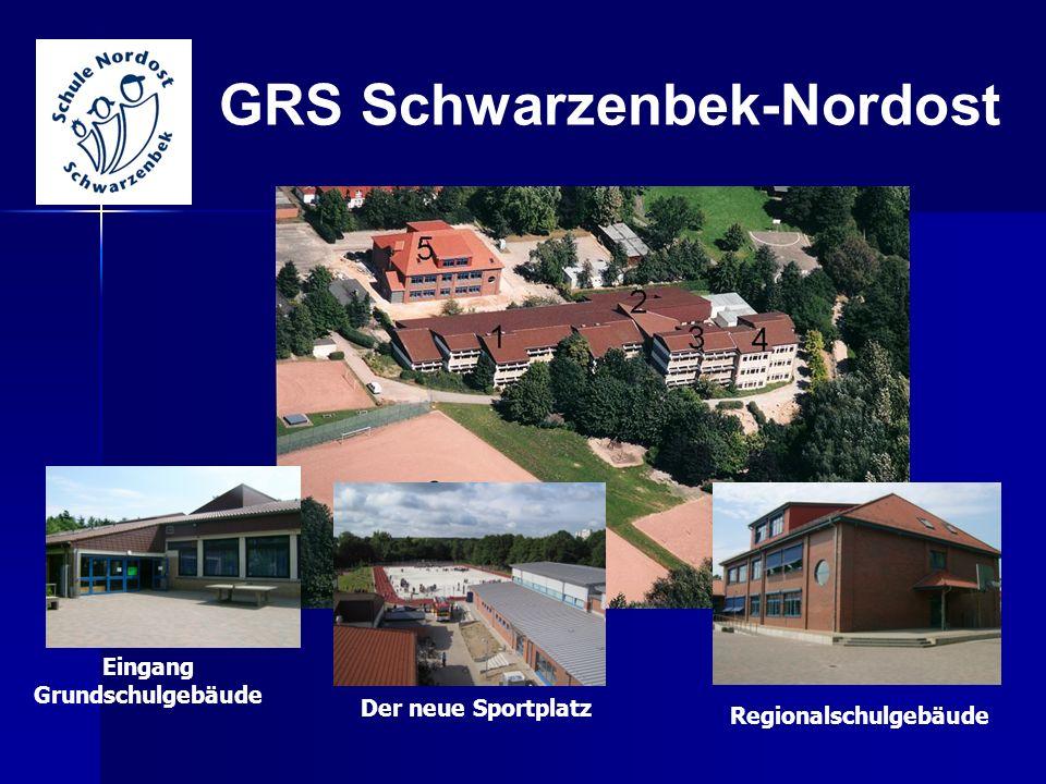 GRS Schwarzenbek-Nordost Eingang Grundschulgebäude Regionalschulgebäude Der neue Sportplatz