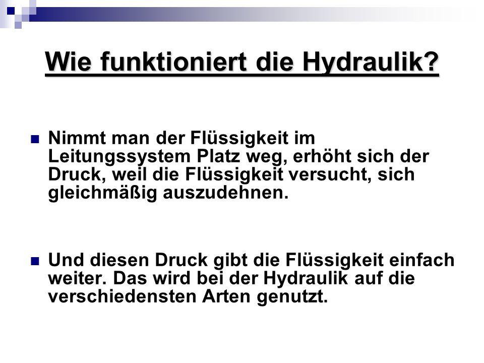 Wie funktioniert die Hydraulik? Nimmt man der Flüssigkeit im Leitungssystem Platz weg, erhöht sich der Druck, weil die Flüssigkeit versucht, sich glei