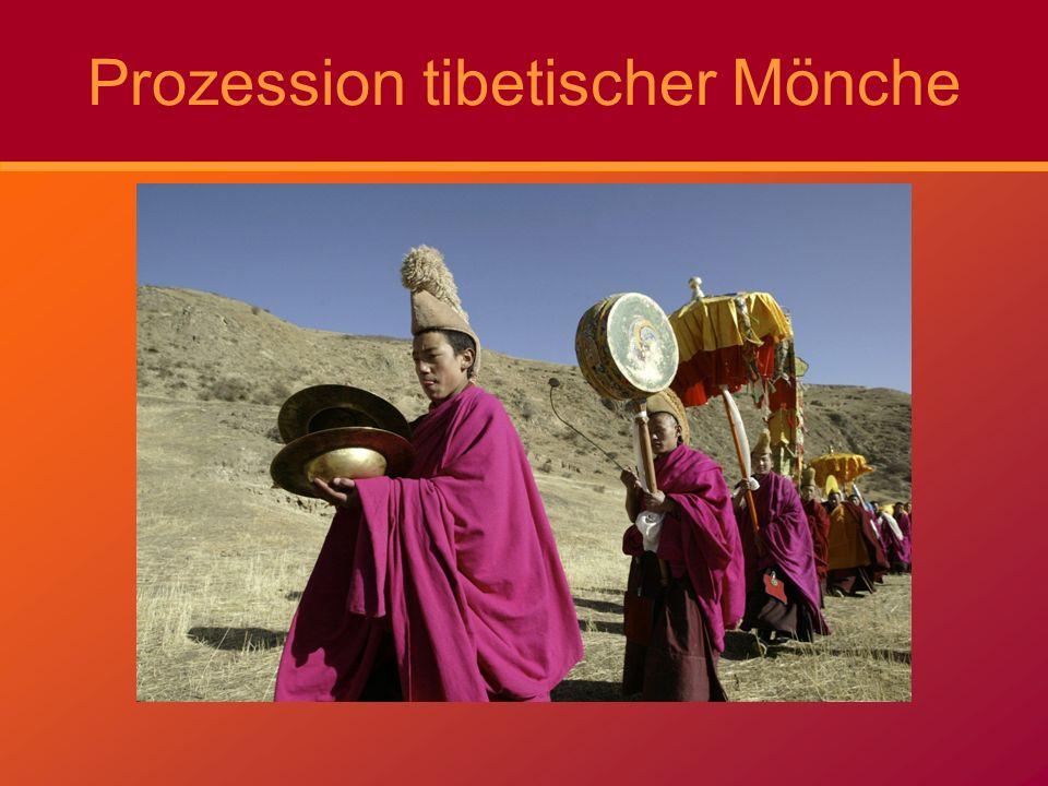 Prozession tibetischer Mönche