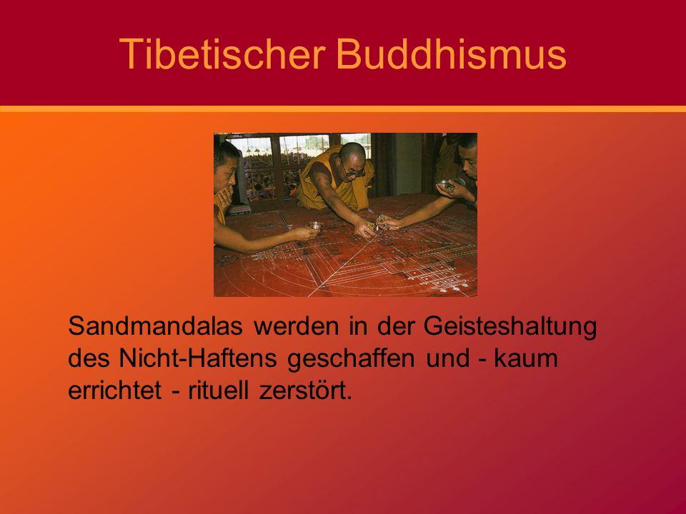 Tibetischer Buddhismus Sandmandalas werden in der Geisteshaltung des Nicht-Haftens geschaffen und - kaum errichtet - rituell zerstört.