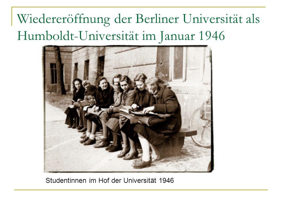 Wiedereröffnung der Berliner Universität als Humboldt-Universität im Januar 1946 Studentinnen im Hof der Universität 1946