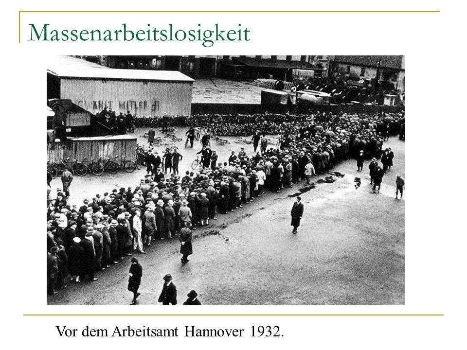 Massenarbeitslosigkeit Vor dem Arbeitsamt Hannover 1932.