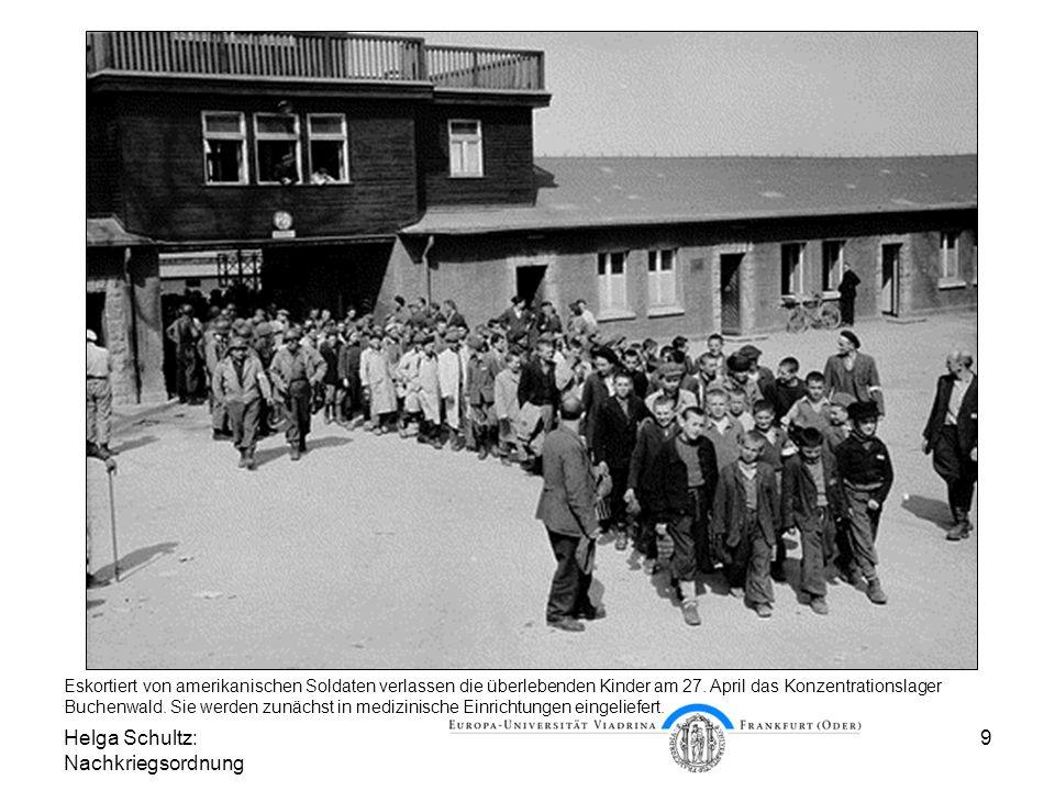 Helga Schultz: Nachkriegsordnung 9 Befreit und heimatlos Eskortiert von amerikanischen Soldaten verlassen die überlebenden Kinder am 27. April das Kon