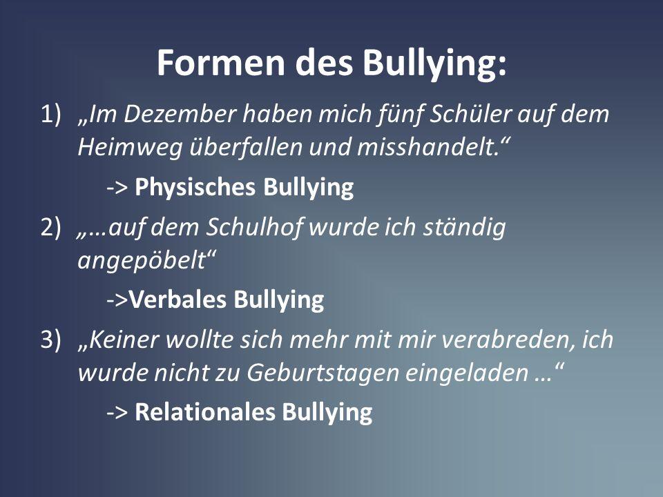 Formen des Bullying: 1)Im Dezember haben mich fünf Schüler auf dem Heimweg überfallen und misshandelt. -> Physisches Bullying 2)…auf dem Schulhof wurd