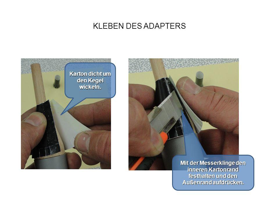 KLEBEN DES ADAPTERS Karton dicht um den Kegel wickeln. Mit der Messerklinge den inneren Kartonrand festhalten und den Außenrand aufdrücken.