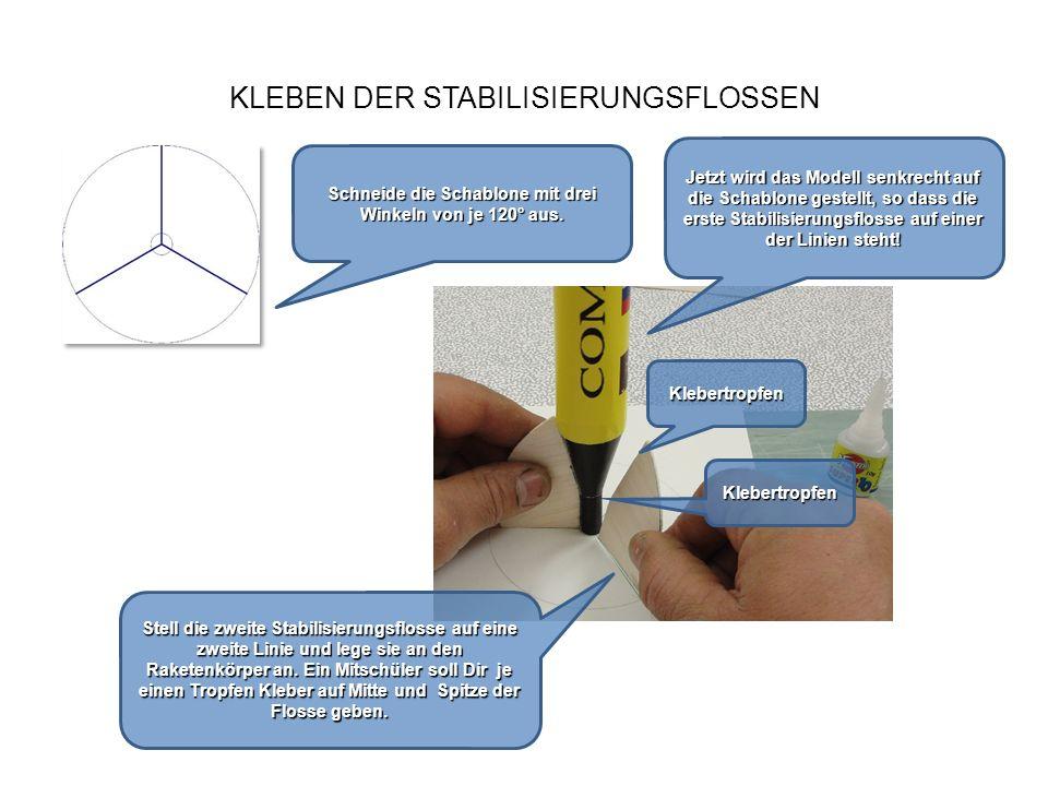 KLEBEN DER STABILISIERUNGSFLOSSEN Nach dem gleichen Verfahren wird auch die dritte Stabilisierungsflosse mit zwei Klebertropfen fixiert.