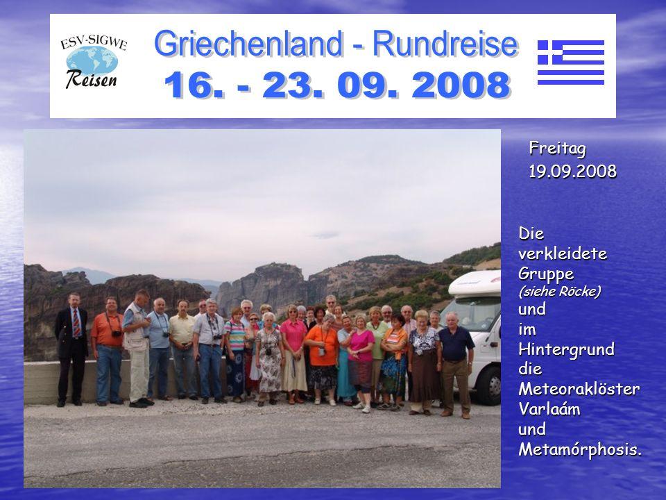 DieverkleideteGruppe (siehe Röcke) undimHintergrunddieMeteoraklösterVarlaámundMetamórphosis.