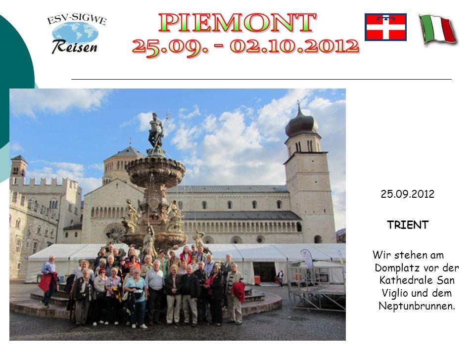 25.09.2012 TRIENT Wir stehen am Domplatz vor der Kathedrale San Viglio und dem Neptunbrunnen.