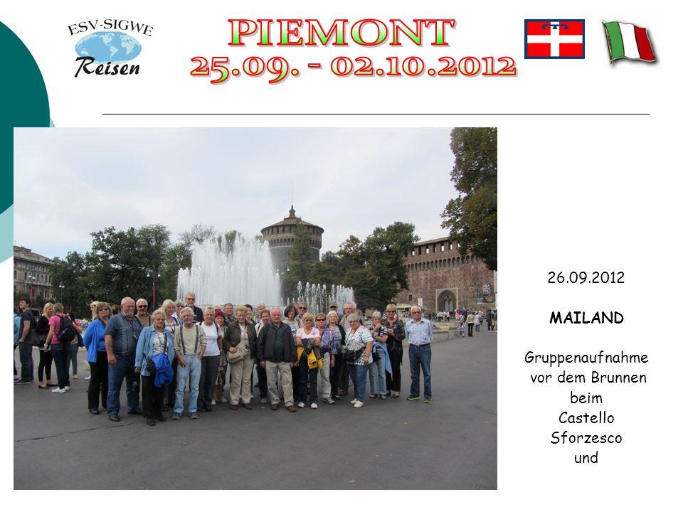 26.09.2012 MAILAND Gruppenaufnahme vor dem Brunnen beim Castello Sforzesco und