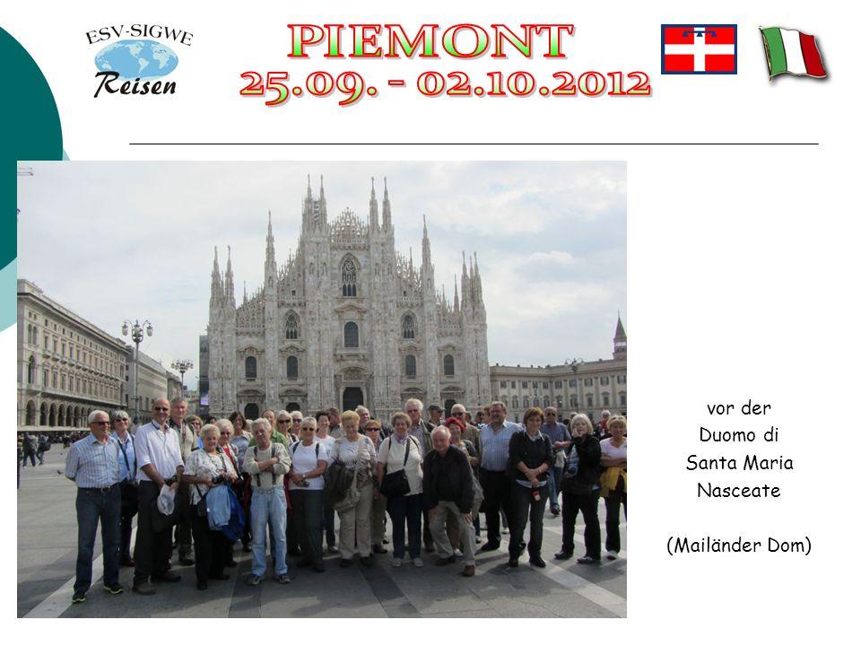 vor der Duomo di Santa Maria Nasceate (Mailänder Dom)