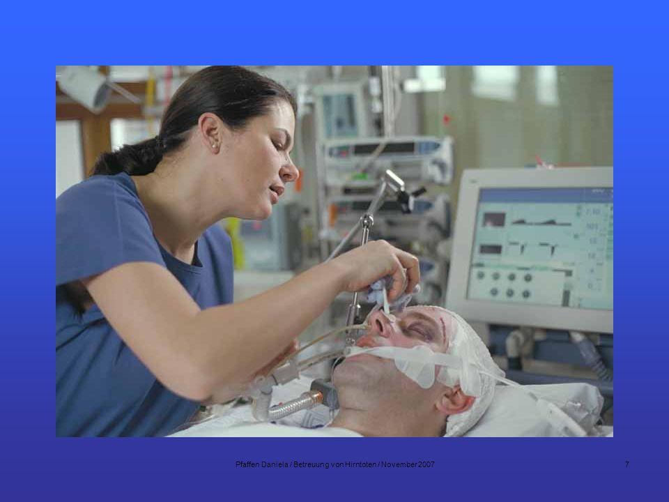 8 Patient mit schlechter Prognose Therapieabbruch Gespräche mit den Angehörigen –Oberarzt Neurochirurgie oder Neurologe –Oberarzt Intensivmedizin –Pflegefachfrau / Mann –Seelsorger