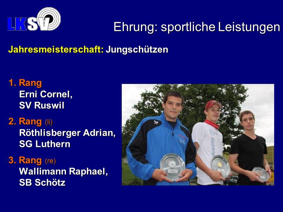 1. Rang Erni Cornel, SV Ruswil 2. Rang (li) Röthlisberger Adrian, SG Luthern 3. Rang (re) Wallimann Raphael, SB Schötz Ehrung: sportliche Leistungen J