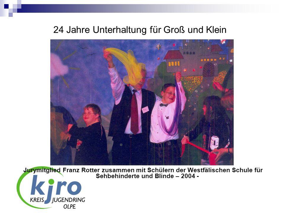 24 Jahre Unterhaltung für Groß und Klein Jurymitglied Franz Rotter zusammen mit Schülern der Westfälischen Schule für Sehbehinderte und Blinde – 2004