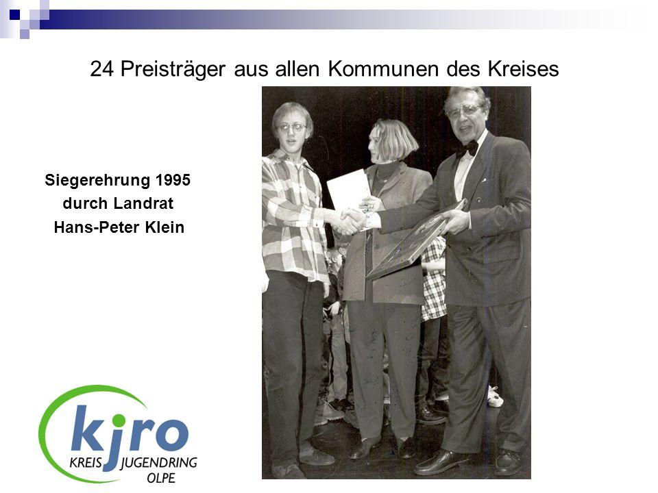 24 Preisträger aus allen Kommunen des Kreises Siegerehrung 1995 durch Landrat Hans-Peter Klein
