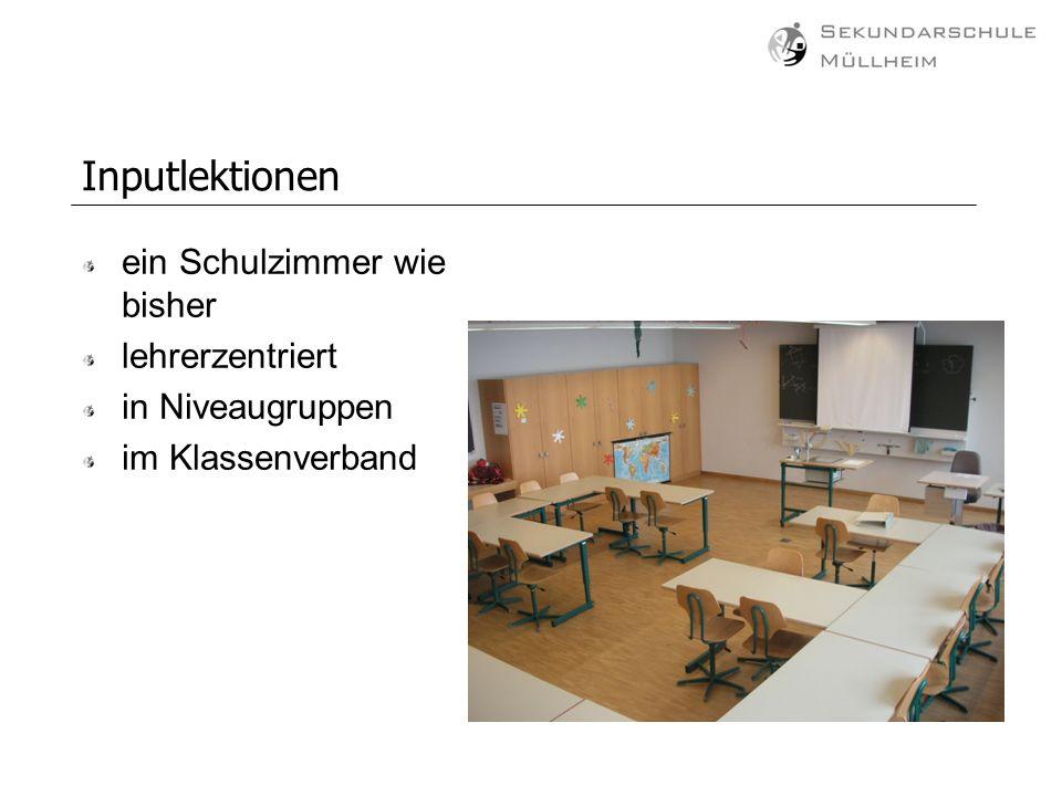Inputlektionen ein Schulzimmer wie bisher lehrerzentriert in Niveaugruppen im Klassenverband