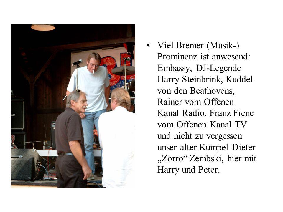 Viel Bremer (Musik-) Prominenz ist anwesend: Embassy, DJ-Legende Harry Steinbrink, Kuddel von den Beathovens, Rainer vom Offenen Kanal Radio, Franz Fi