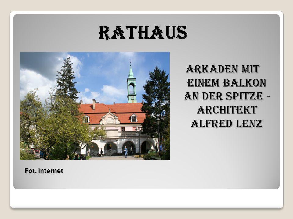 Fot. Internet Fot. Internet Rathaus Arkaden mit einem Balkon an der Spitze - Architekt Alfred Lenz