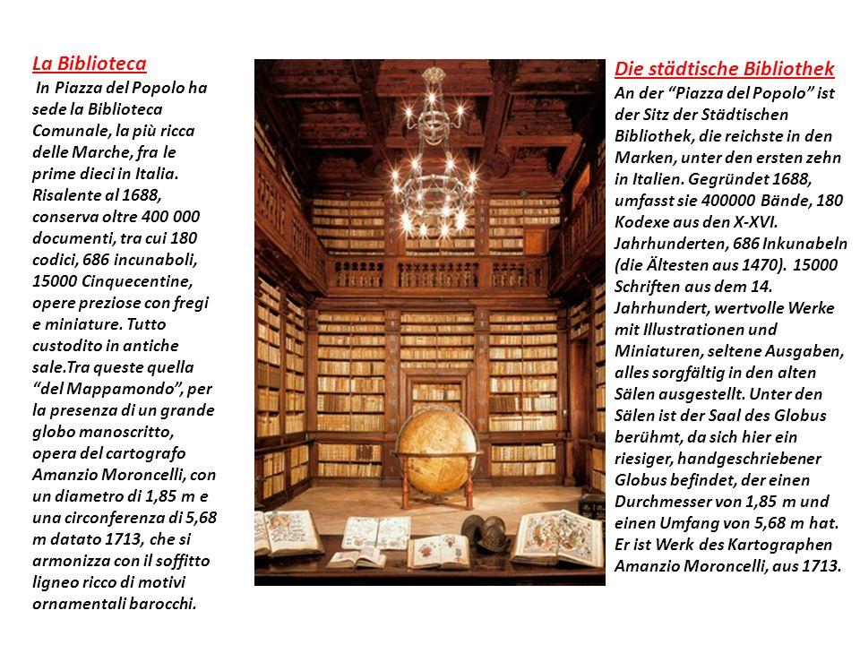 La Biblioteca In Piazza del Popolo ha sede la Biblioteca Comunale, la più ricca delle Marche, fra le prime dieci in Italia.