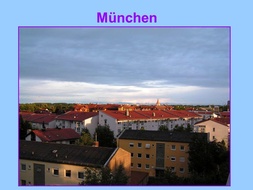 Die Türme, die über die Hausdächer schauen – der Alte Peter, die Frauenkirche, das Neue Rathaus – weisen den Weg in Herz der Stadt, zum Marienplatz.