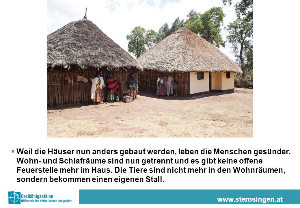 www.sternsingen.at Weil die Häuser nun anders gebaut werden, leben die Menschen gesünder. Wohn- und Schlafräume sind nun getrennt und es gibt keine of