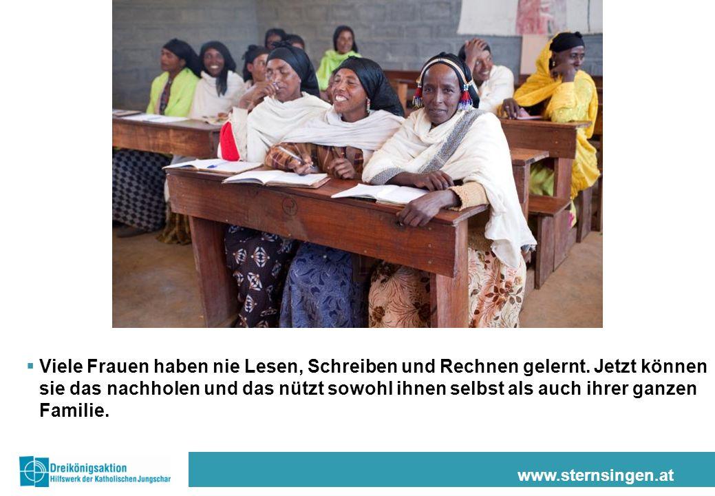 www.sternsingen.at Viele Frauen haben nie Lesen, Schreiben und Rechnen gelernt. Jetzt können sie das nachholen und das nützt sowohl ihnen selbst als a