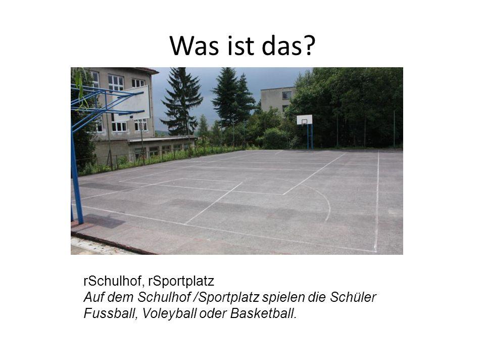 rSchulhof, rSportplatz Auf dem Schulhof /Sportplatz spielen die Schüler Fussball, Voleyball oder Basketball.
