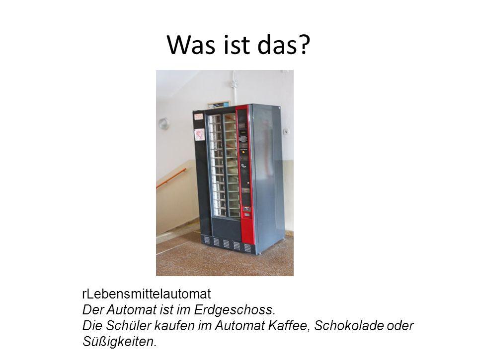 rLebensmittelautomat Der Automat ist im Erdgeschoss. Die Schüler kaufen im Automat Kaffee, Schokolade oder Süßigkeiten.