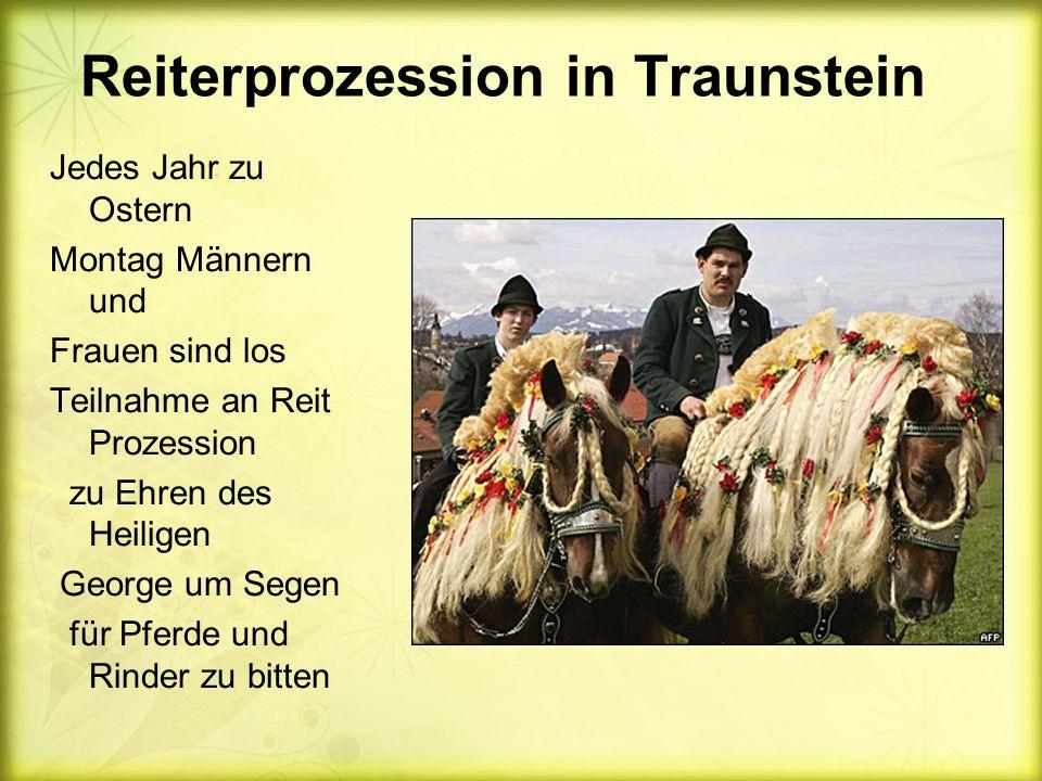 Reiterprozession in Traunstein Jedes Jahr zu Ostern Montag Männern und Frauen sind los Teilnahme an Reit Prozession zu Ehren des Heiligen George um Segen für Pferde und Rinder zu bitten