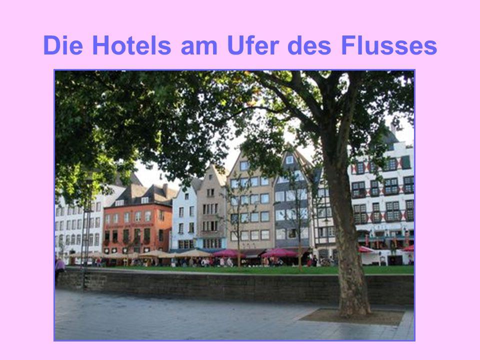 Die Hotels am Ufer des Flusses