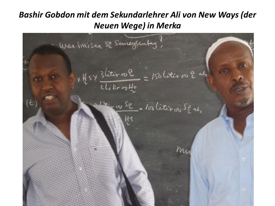 Bashir Gobdon mit dem Sekundarlehrer Ali von New Ways (der Neuen Wege) in Merka