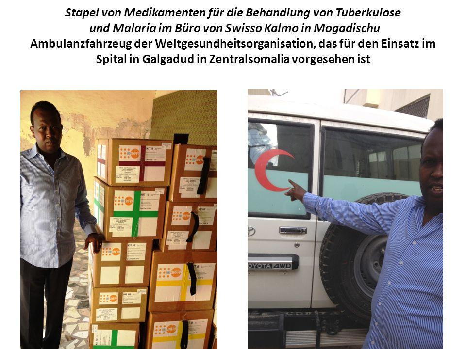 Stapel von Medikamenten für die Behandlung von Tuberkulose und Malaria im Büro von Swisso Kalmo in Mogadischu Ambulanzfahrzeug der Weltgesundheitsorganisation, das für den Einsatz im Spital in Galgadud in Zentralsomalia vorgesehen ist