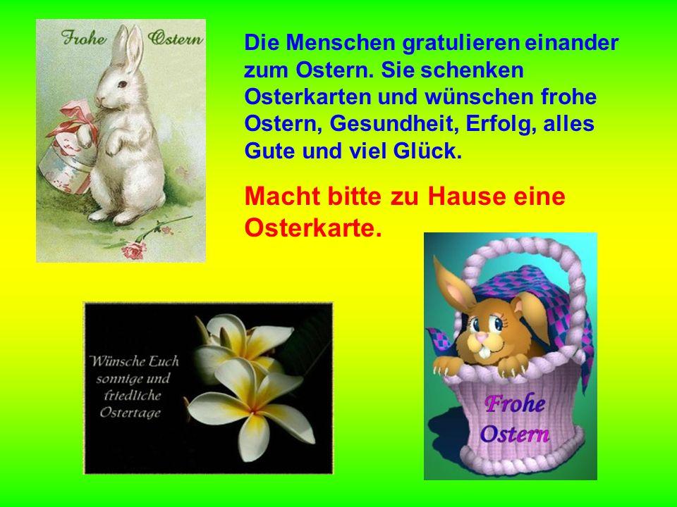 Die Menschen gratulieren einander zum Ostern.