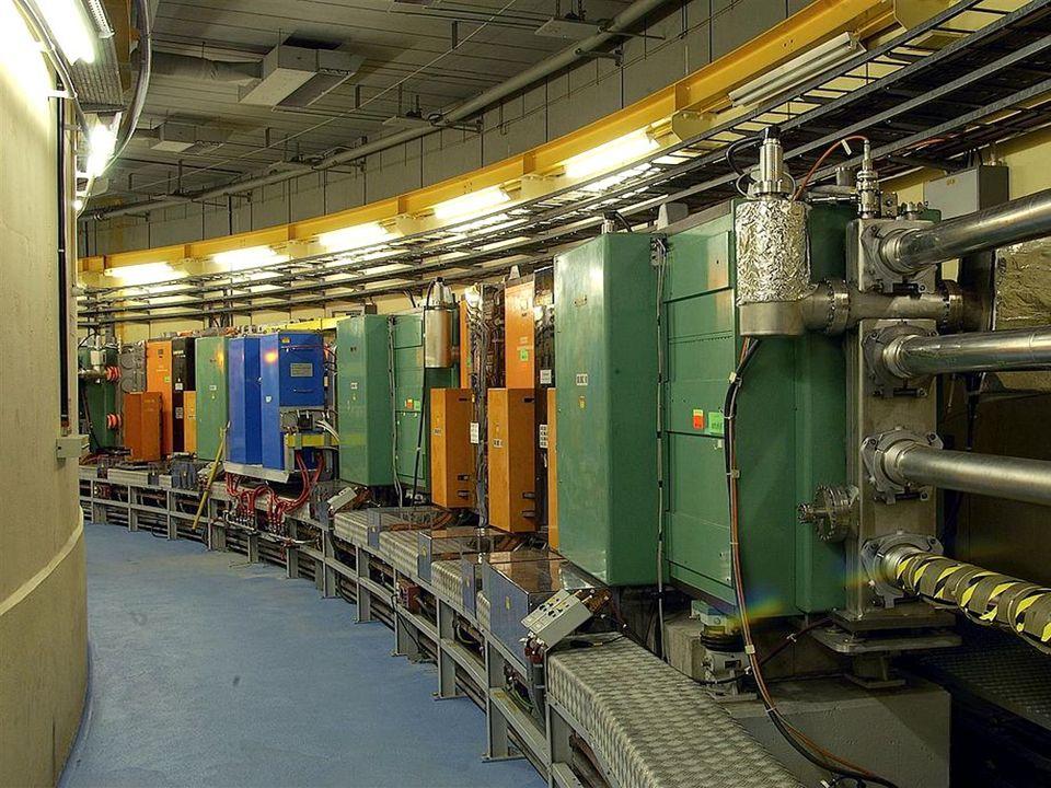 Quelle (90 keV) LINAC2 (50 MeV) Proton Synchrotron Booster (1,4 GeV) Proton Synchrotron (25 GeV) Super Proton Synchrotron (450 GeV) Large Hadron Collider (7 TeV) LHC und Vorbeschleuniger