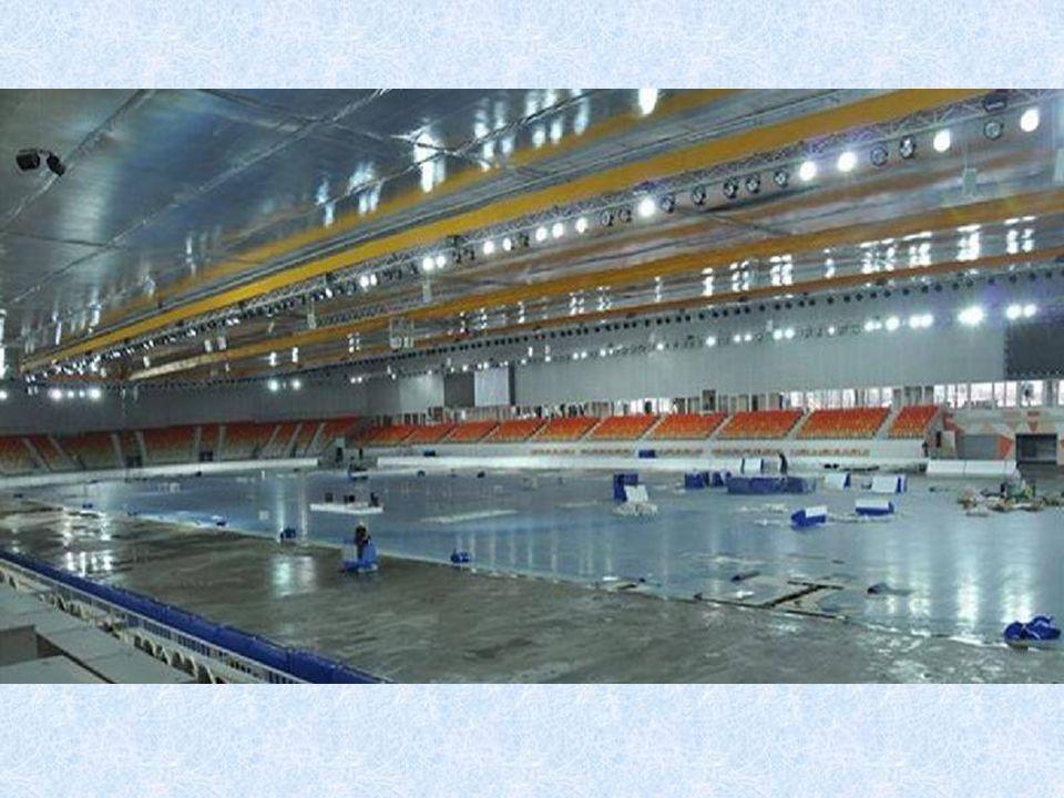 Eisschnelllaufhalle