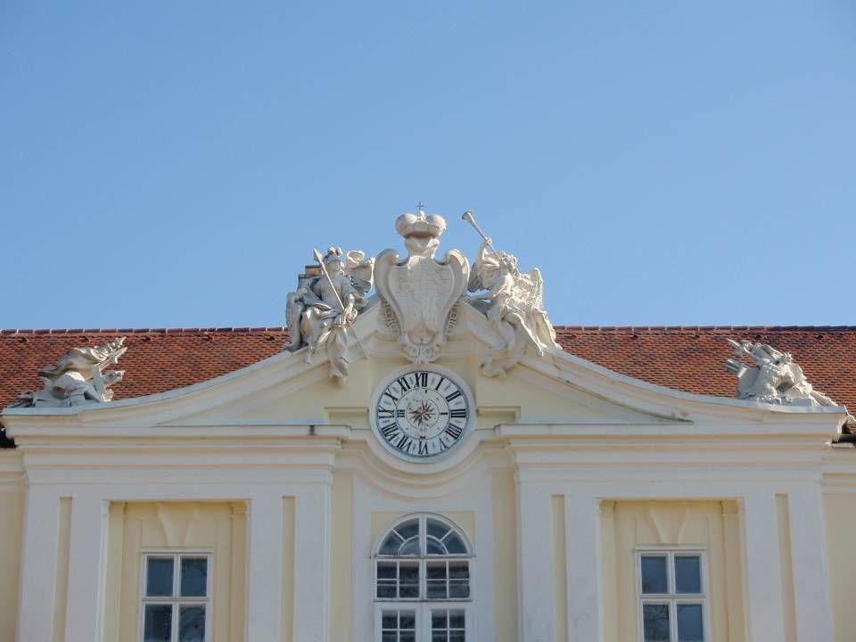 S chloss W ilfersdorf Ist seit 1436 im durchgehenden Besitz der Familie Liechtenstein und dient bis heute der Verwaltung der fürstlichen Güter. Um 160