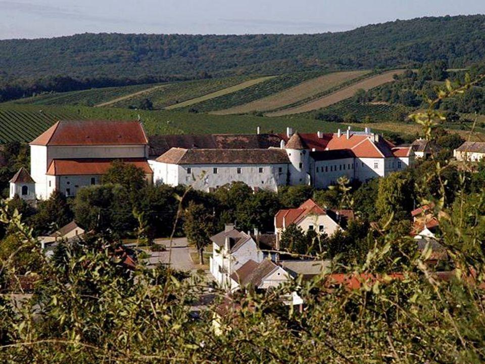 Auch das Weinviertel hat viele alte und ehrwürdige Mauern. Aber von den unzähligen Burgen, Schlösser und Ruinen sind leider viele in Privatbesitz, wes