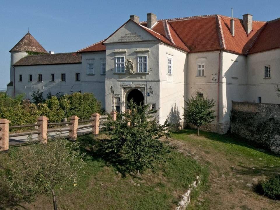 S chloss M ailberg ist seit 1146 im Besitz des Souveränen Malteser Ritterordens und ist damit der älteste noch bestehende Besitz des Ordens. Der heuti