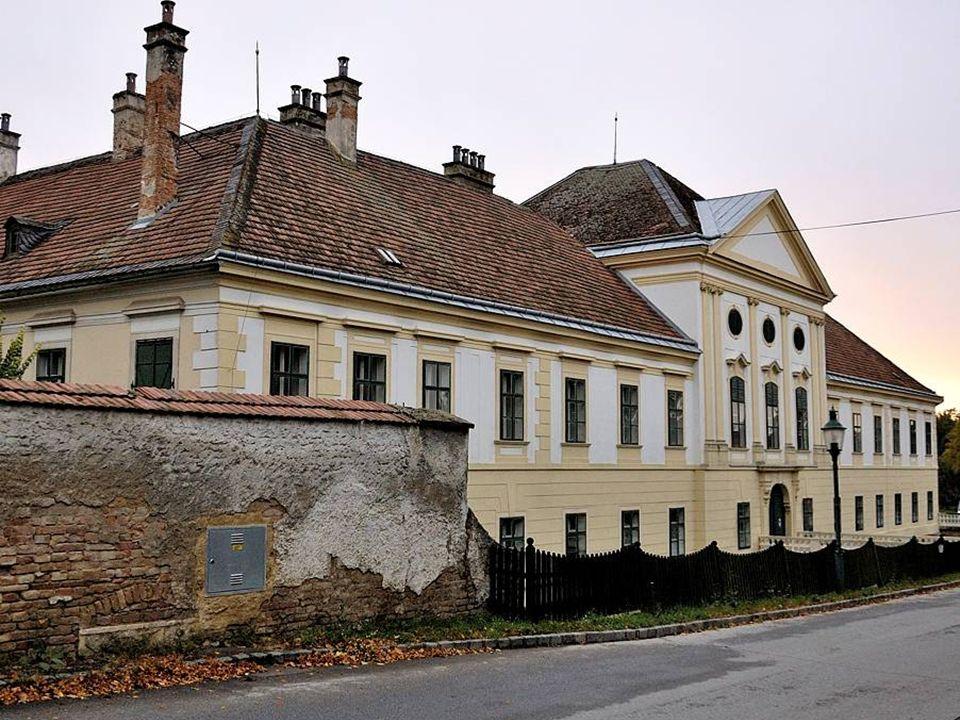 Das Schloss Ebenthal wird auch: Schloss Coburg genannt, ist eine barocke Schlossanlage, die zum größten Teil aus dem 18. Jahrhundert stammt. In der Ka