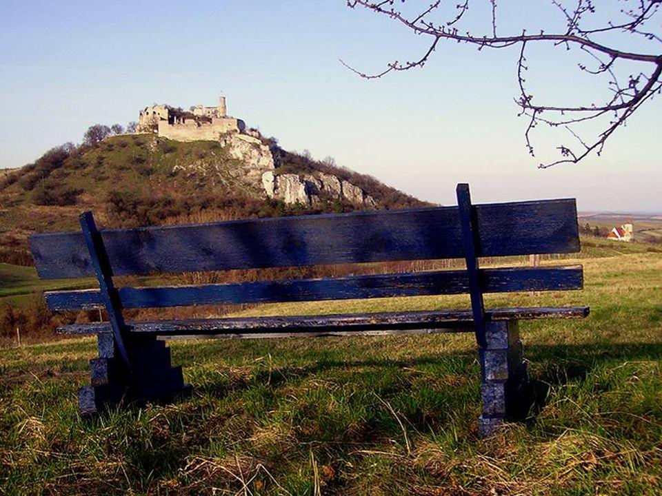 B urgruine F alkenstein Die Geschichte dieser mächtigen Burgruine ist so alt wie die Besiedelung des Weinviertels. Die Burg war bis zum 16. Jahrhunder