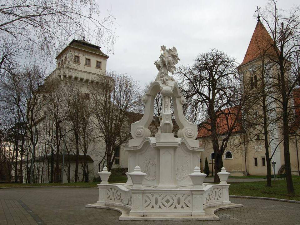 S chloss A sparn in Asparn an der Zaya, gehört seit 2010 dem Land Niederösterreich und beherbergt heute das Nieder-österreichische Landesmuseum für Ur