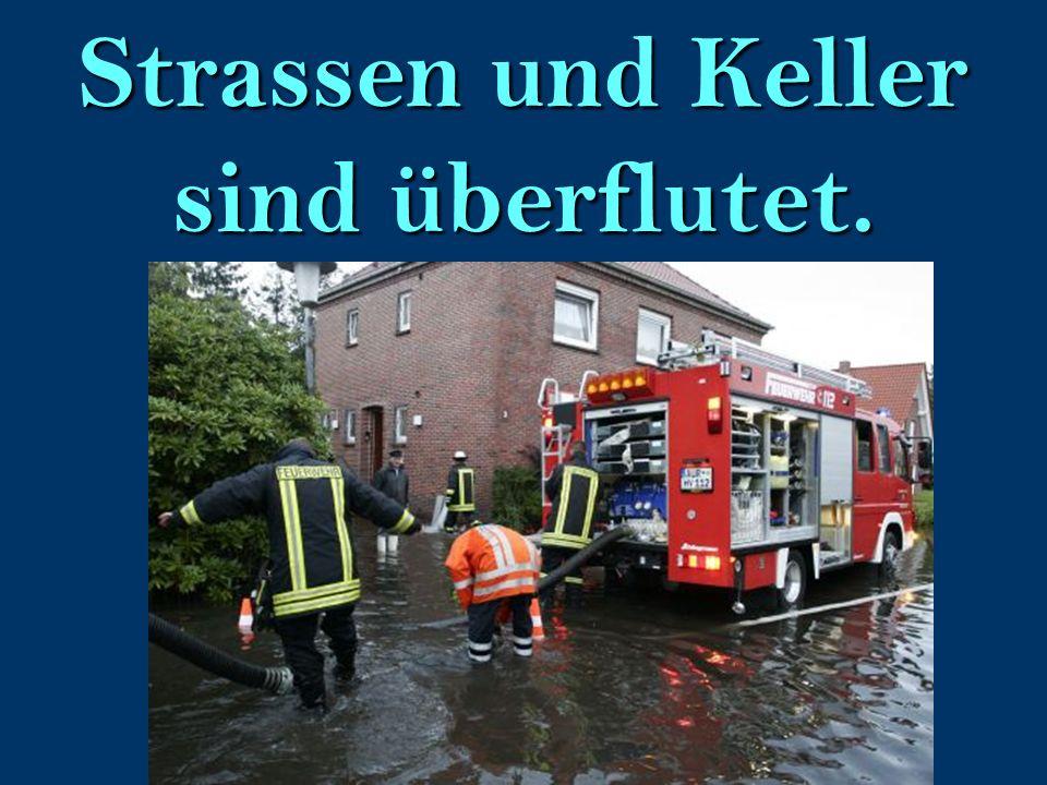 Strassen und Keller sind überflutet.