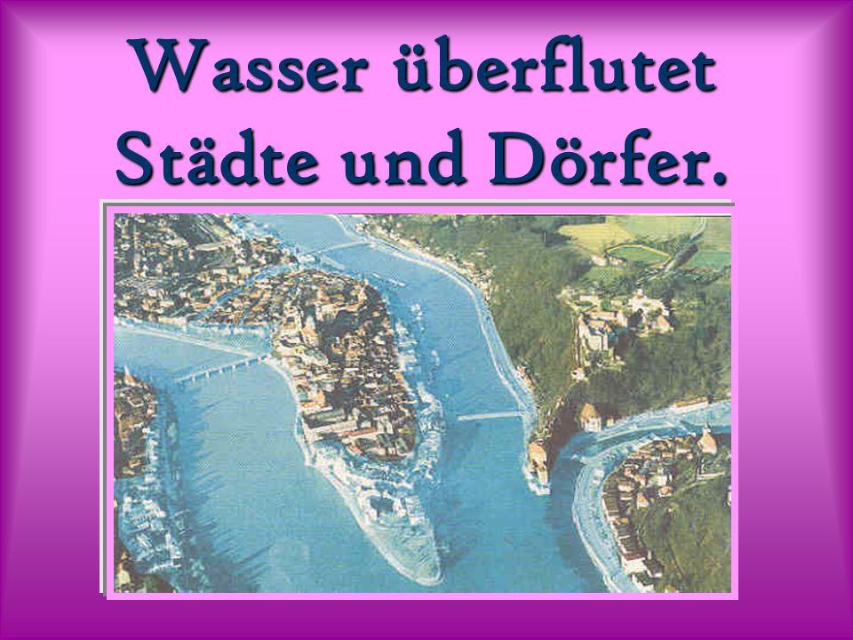 Wasser überflutet Städte und Dörfer.