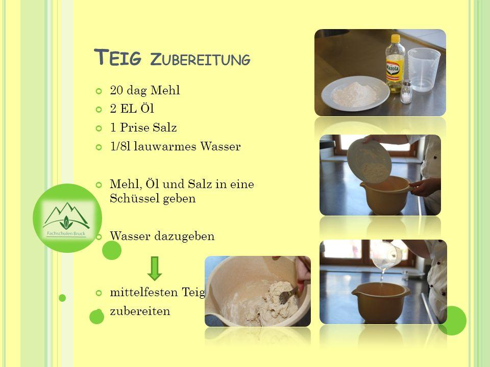 Teig auf bemehlte Unterlage geben zu glattem Teig verarbeiten, abschlagen oder kneten Teig mit Öl bestreichen Zugedeckt ca.